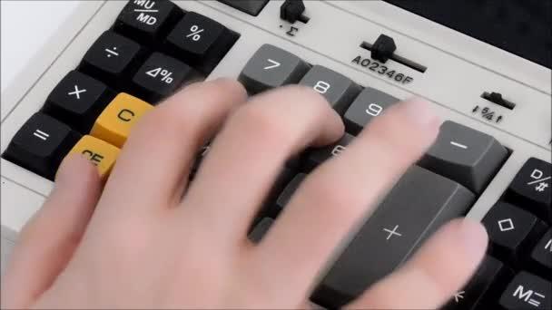 pomocí programu Kalkulačka v kanceláři
