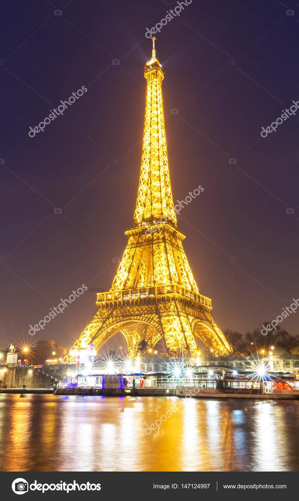 La Tour Eiffel De Nuit Paris France Photo Editoriale