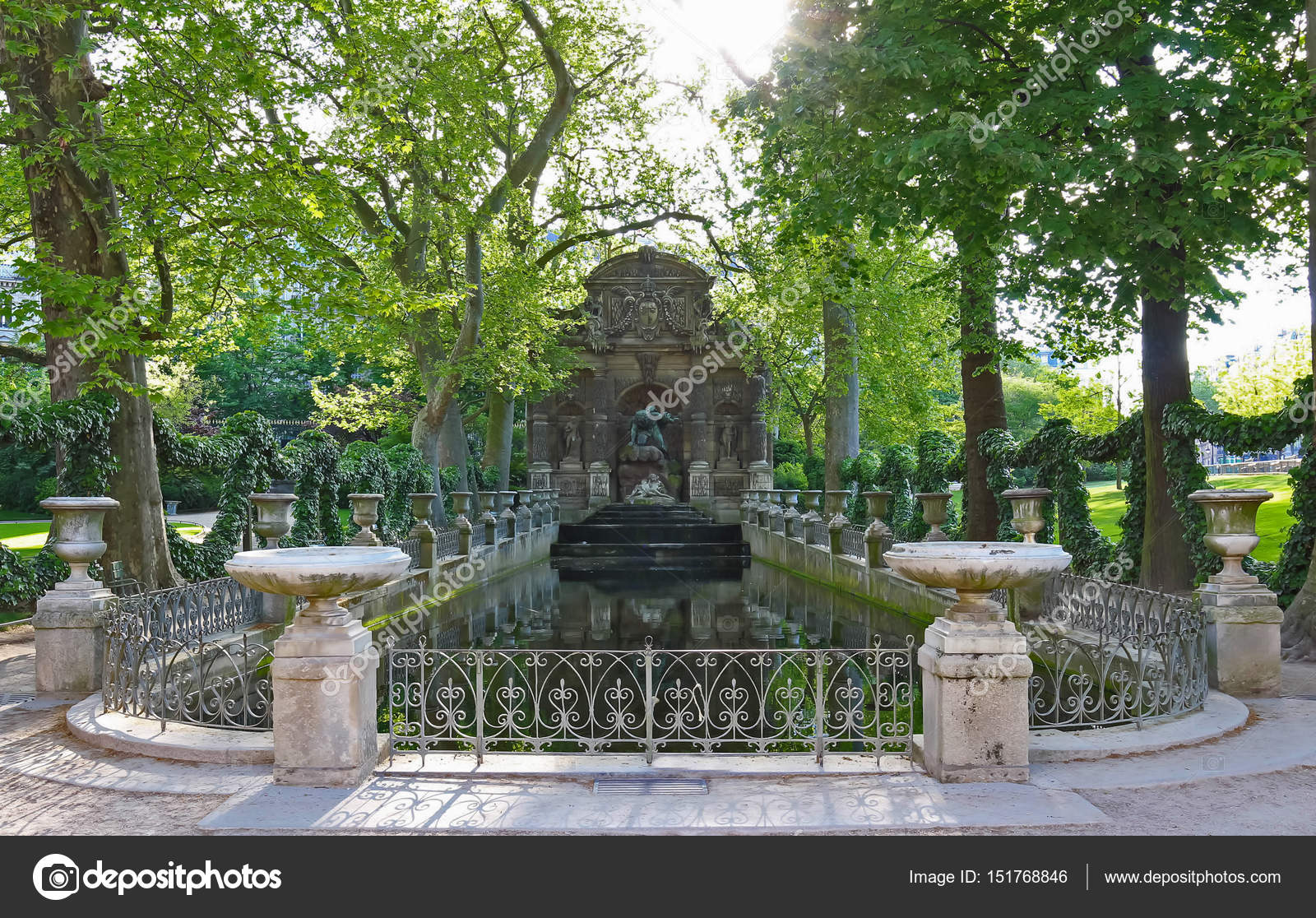 Photo Fontaine De Jardin fontaine de medicis, jardin du luxembourg, paris. — stock
