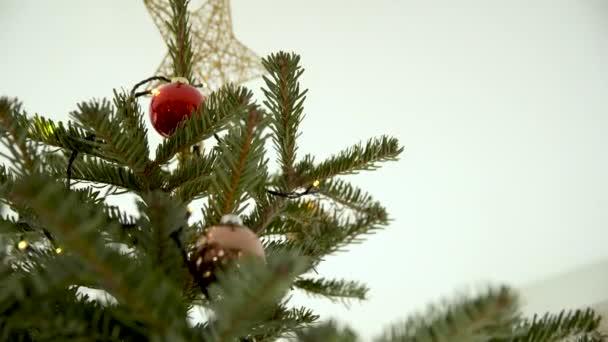 skleněný bowling kužel na vánoční stromeček jako dekorace