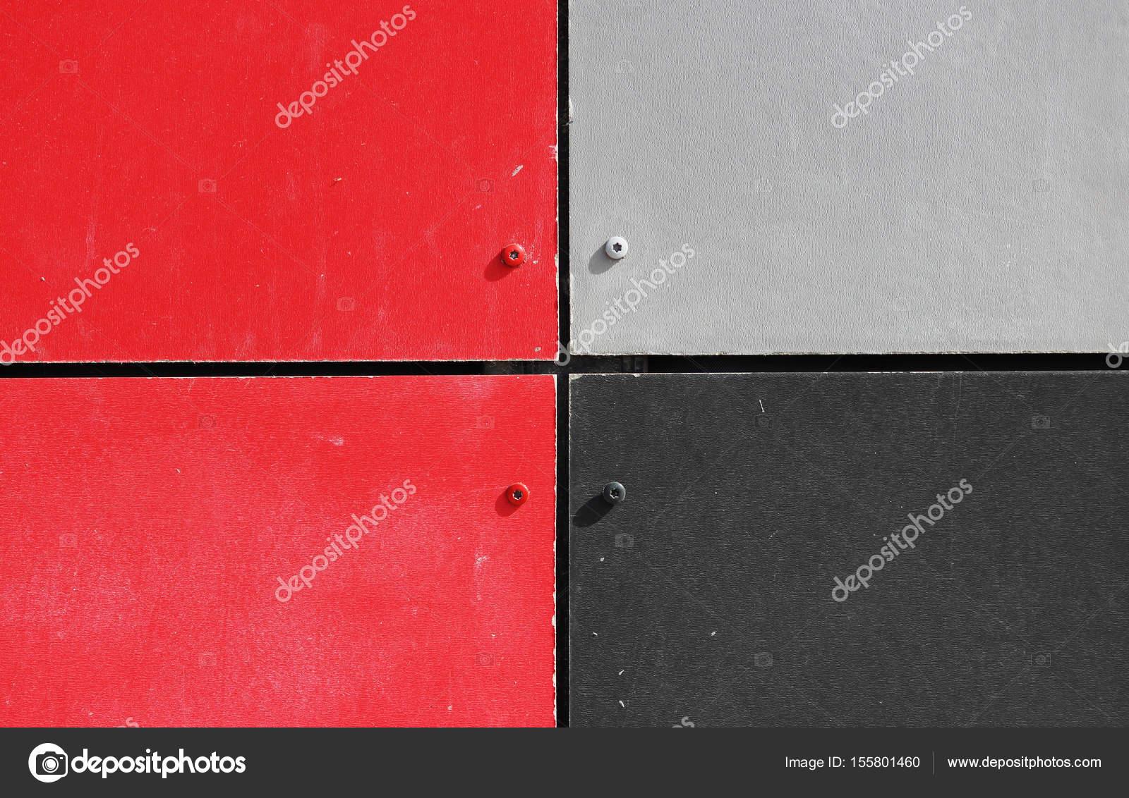 Die Wand Des Hauses, Garniert Mit Bunten Platten In Hellen Farben Gemalt.  Grau, Schwarz Und Rot U2014 Foto Von Wolfness72