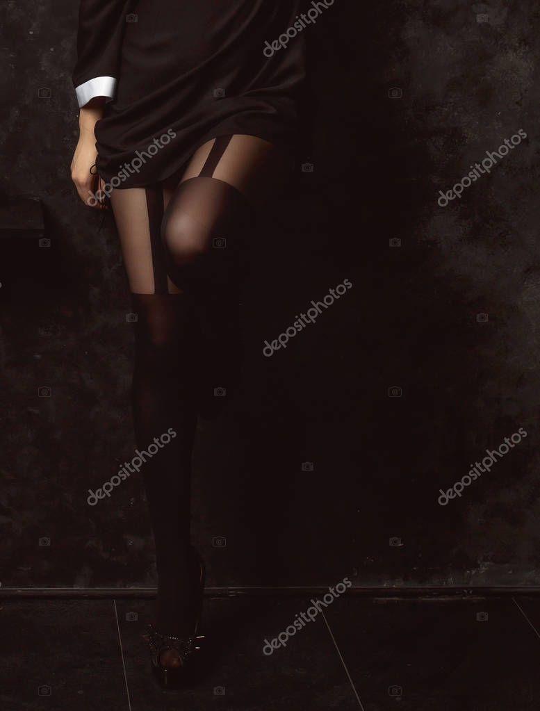 b6b895e66 Piernas hermosas mujeres en medias negras — Foto de stock ...