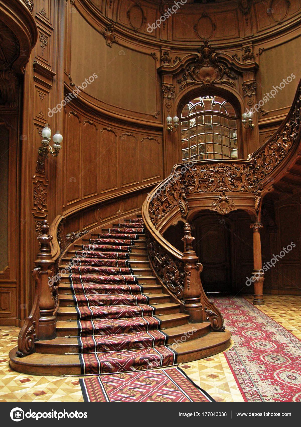 Un Escalier En Bois Sculpte Dans L Ancien Casino Photo