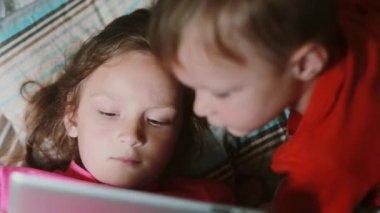Beobachte Eltern online
