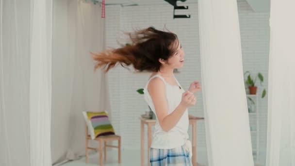 Брюнетки в піжамах фото, русское порево худенькими девушками