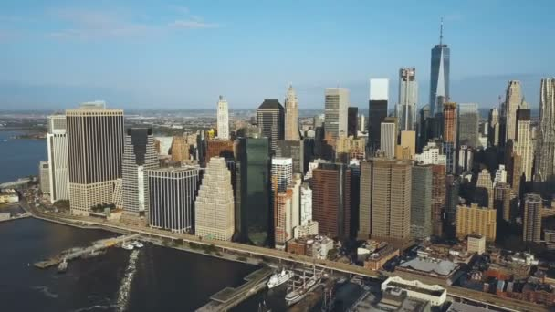 A légi felvétel a fővárosban amerikai - New York-i. Drone megfordult a Manhattan, az east river és a Brooklyn-híd.