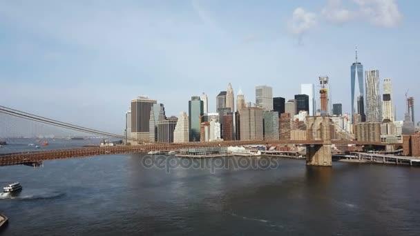 Luftaufnahme von New York, Amerika. Malerische Aussicht auf die Brooklynbridge über den East River nach Manhattan.