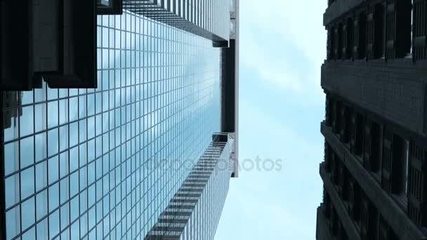 Pohled obchodní ulice v New Yorku, do Ameriky. Skla a betonu mrakodrapy ve finanční čtvrti Usa