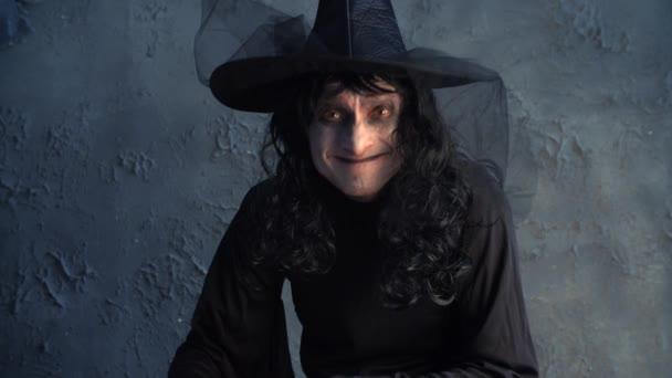 Halloween boszorkány egy tök gazdaság