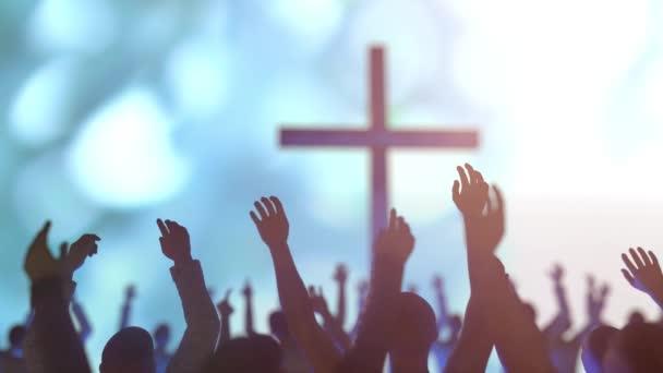 ruce davu lidí na křesťanském setkání při oslavě chvály Boží na pozadí kříže 3d vykreslení