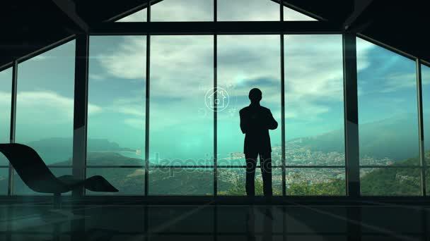 ein Mann steht am Fenster und betrachtet iot infographics elements