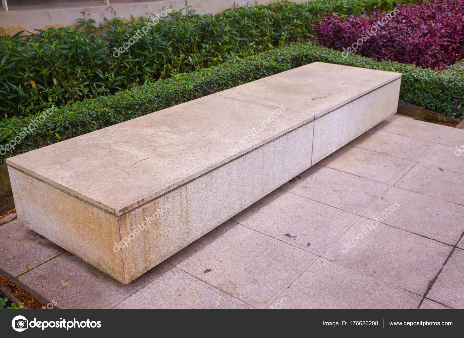moderne beton sitzbank im garten in thailand — stockfoto © moxumbic