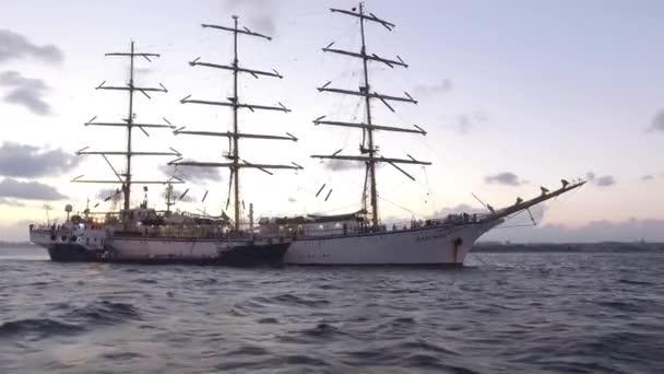 Isztambul Boszporusz vitorlás hajó