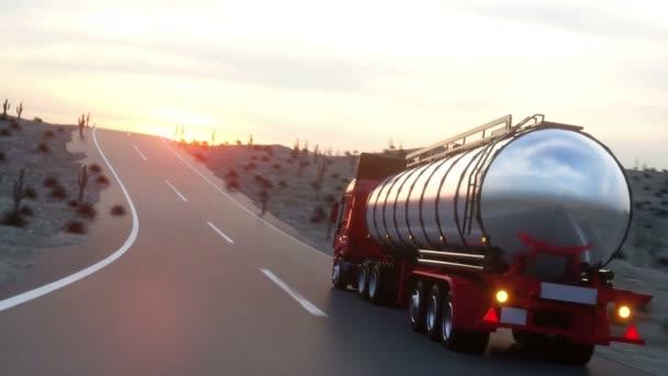 Tanker benzinu, oleje přívěsu kamionu na dálnici. Velmi rychlé jízdy. Realistické auto animace.
