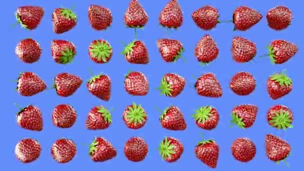 Friss eper elforgathatja zöld képernyőn. Gyümölcsök háttér.
