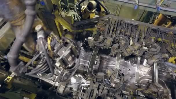 horní panorama tvorby karoserie roboti na továrnu na výrobu aut