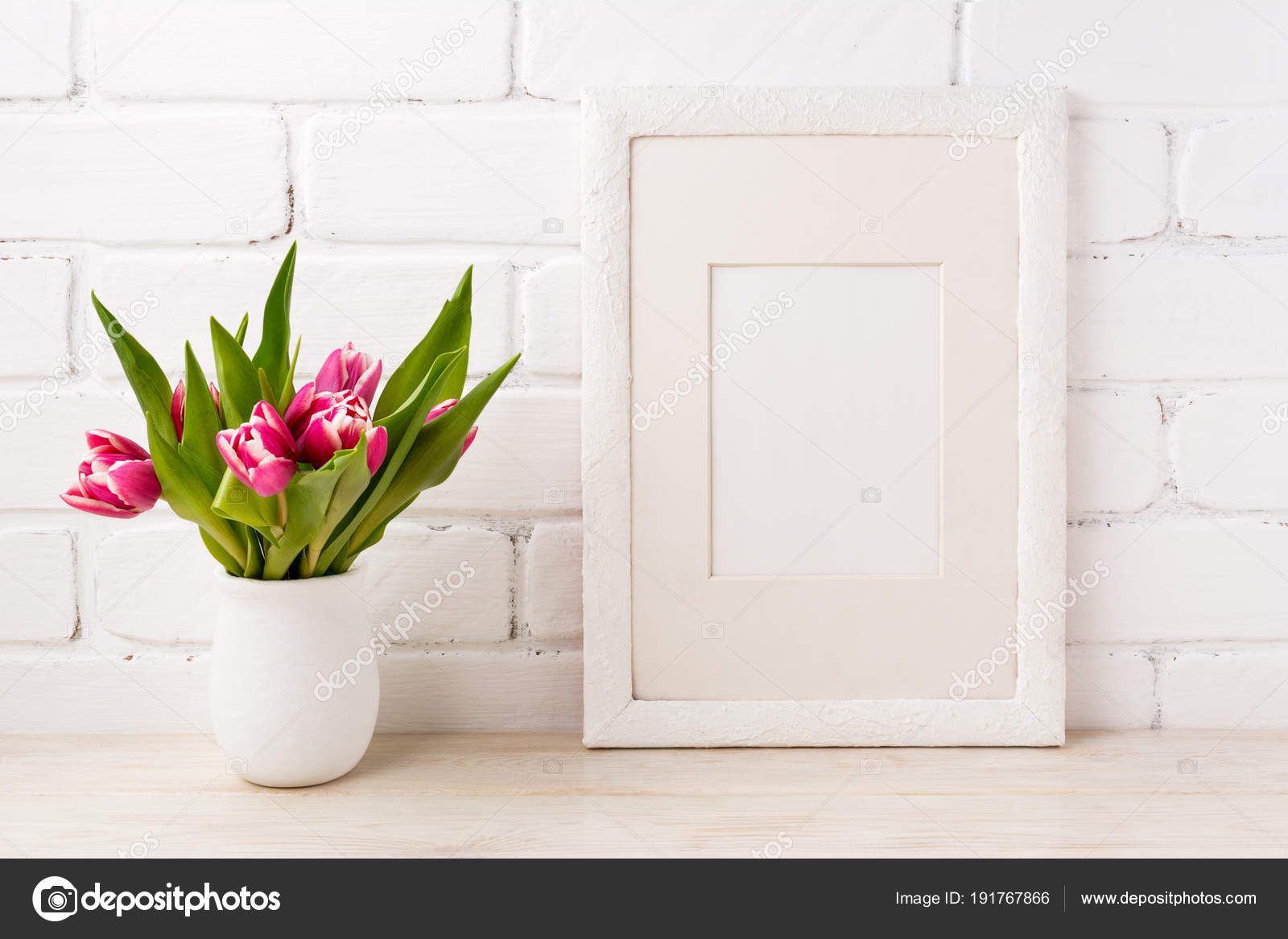 Weißer Rahmen Mockup mit Magenta Rosa Tulpe in den Blumentopf ...