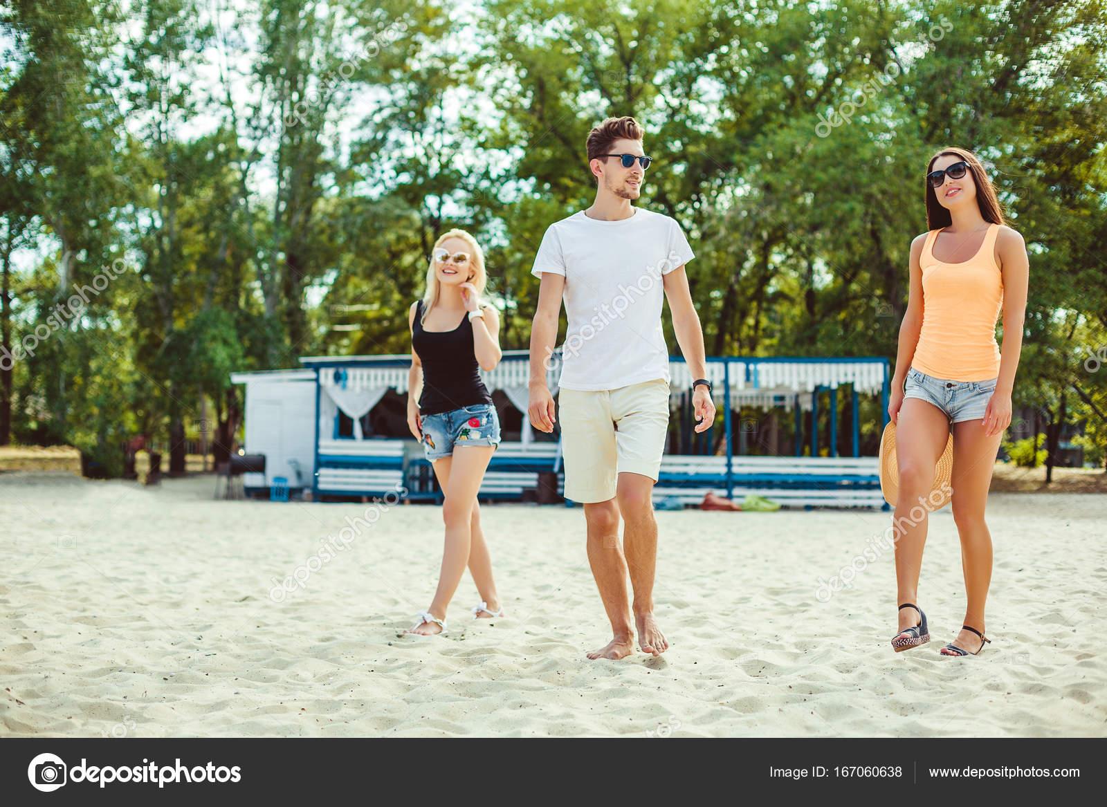 Sol En Gafas Divertidos Juntos Joven PlayaAmigos Chicos De La wOnP08kX