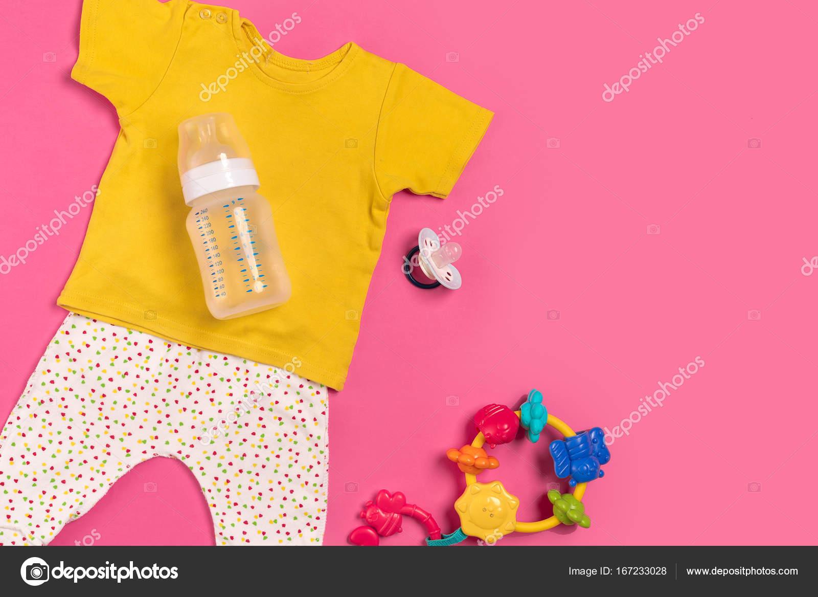 Babykleding Roze.Babykleding En Accessoires Op Roze Achtergrond Bovenaanzicht