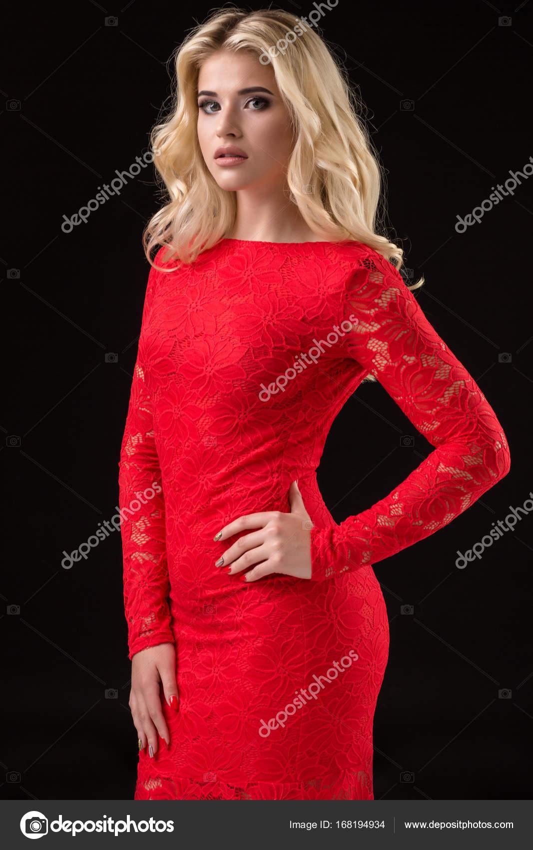 Очаровательная и сексуальная блондинка
