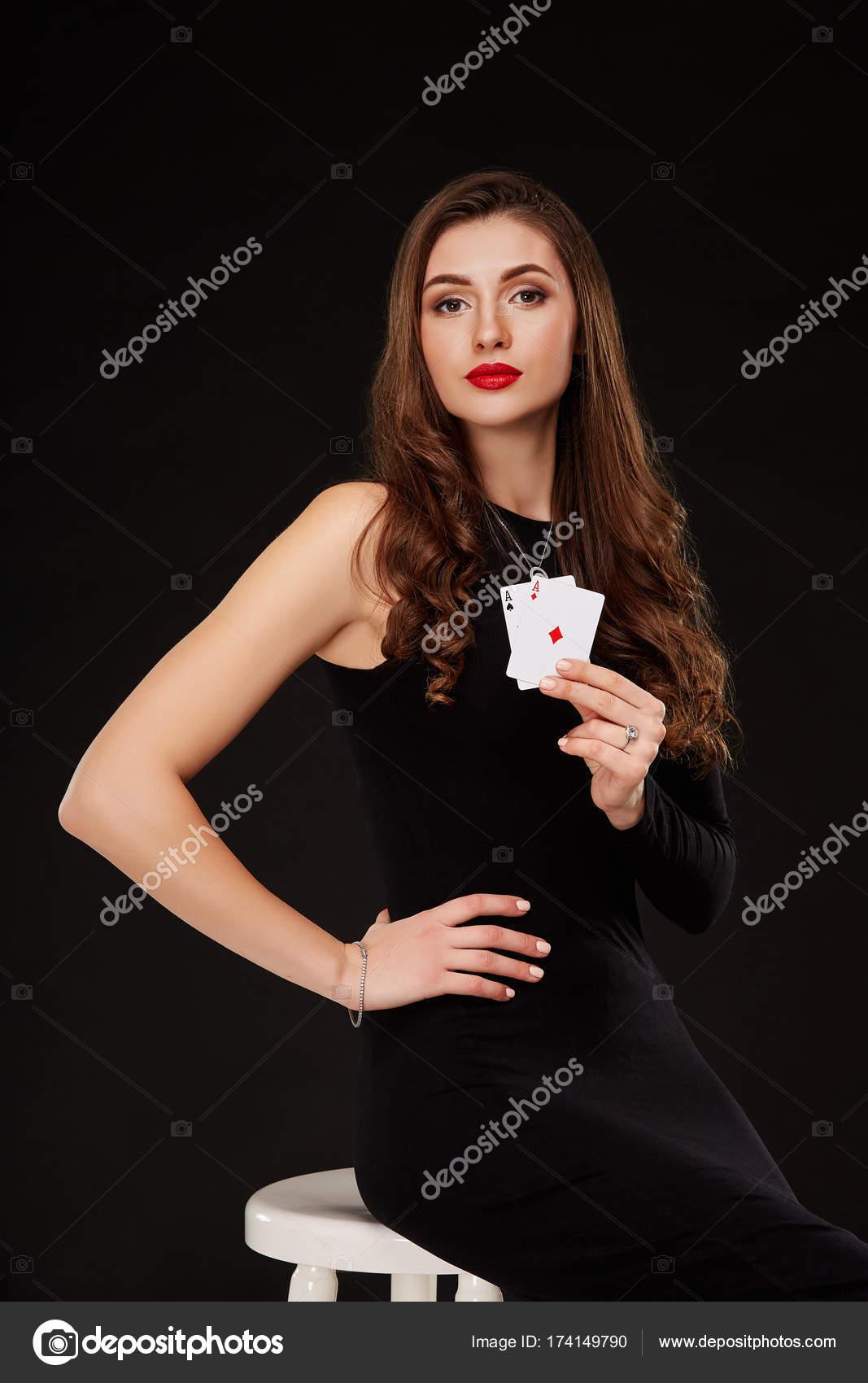 Девушка в черной комбинации фото