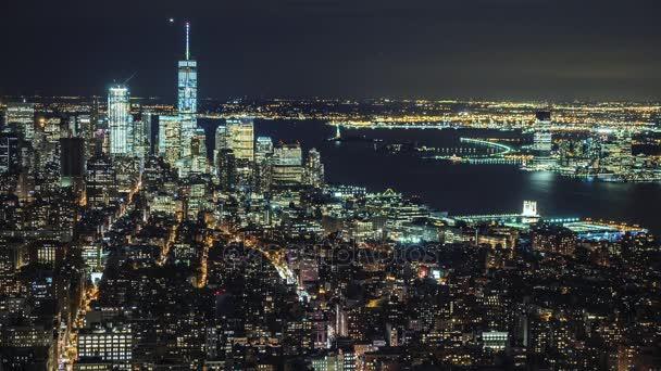 Spojené státy americké, New York City, Panorama panorama Manhattanu letecké panorama. Světla města v noci, dopravních automobilů, letadel a lodí na řece