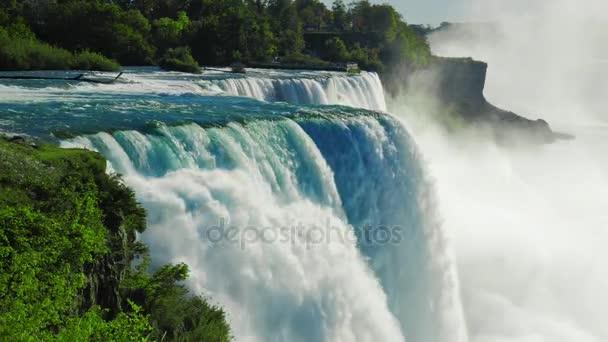 Niagara Falls na jaře, je oblíbeným místem turistů z celého světa. Pohled ze strany USA. ProRes Hq 422 10 bit video