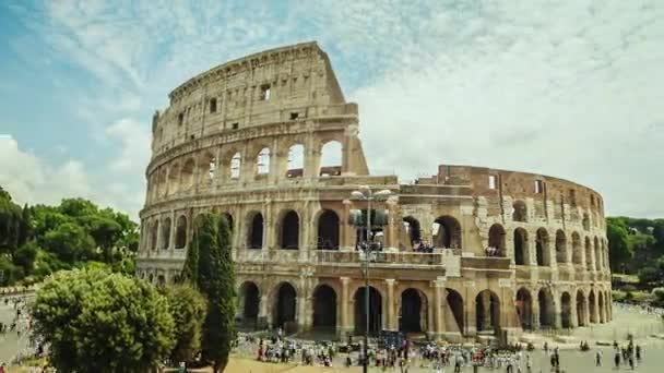 Hyperlapse: The famous Colosseum, a popular place among tourists around the world. World sights. Motion timelapse