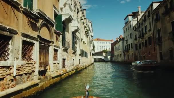 Kreuzfahrt auf dem Canal Grande in Venedig. Tourismus in Italien