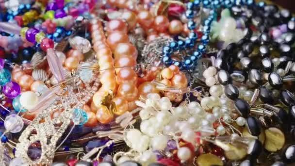 Haldy šperky, korálky, prsteny a náramky