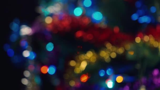 Hände machen Cheers mit Gläser Champagner. Die Feier von Weihnachten und Neujahr