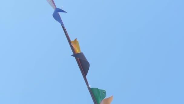Podrobnosti o palubu lodi. Stěžeň lodi a signální vlajky