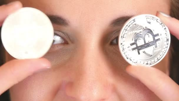 Ein Schönes Mädchen Mit Einer Künftigen Währung Von Krypto Augen