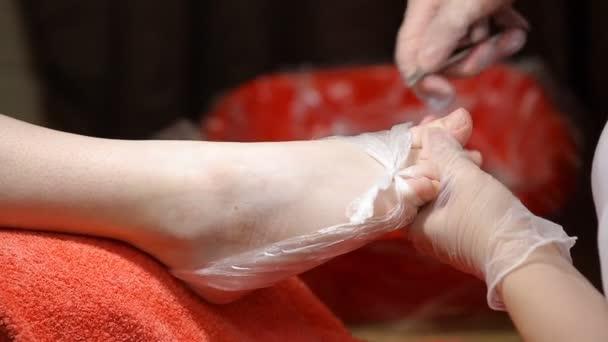 Pediküre Fußpflege Master schneidet Nagel