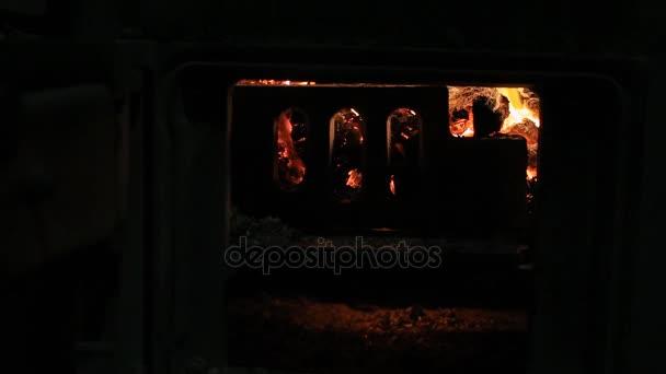 krb s uhlíky zapálili