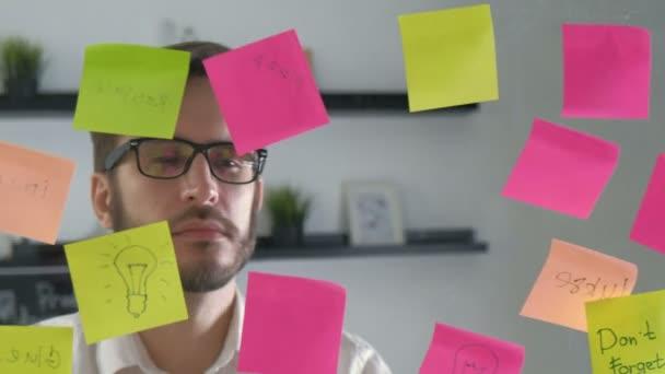 Megjegyzés: a papír emlékeztető ütemezés fórumon. Találkozó üzletemberek és használata utáni jegyzetek ötlet megosztani. Megvitatása - üzleti, a csapatmunka, a koncepció 20s 4 k