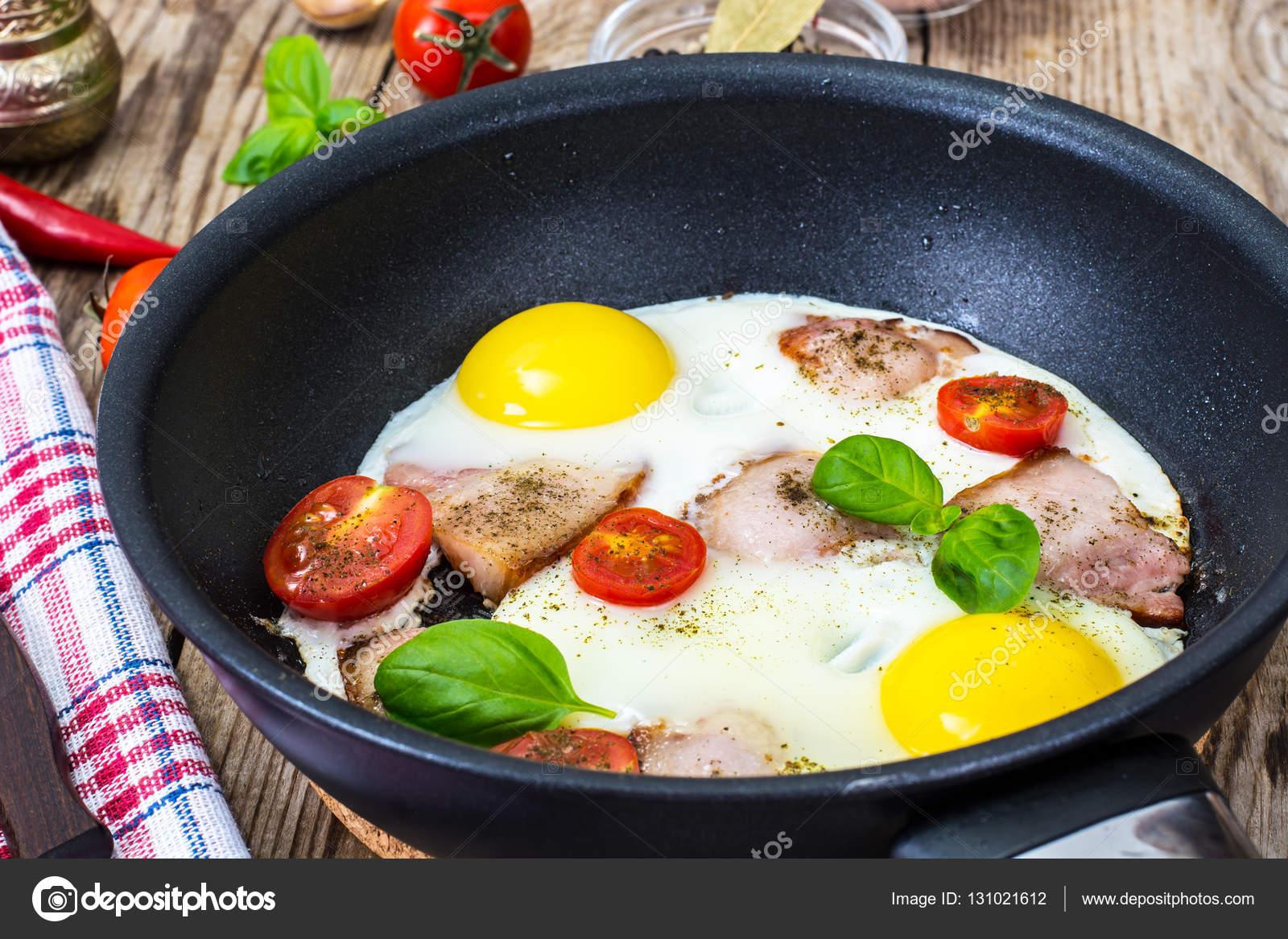 İştah açıcı kahvaltı: Domatesli kızarmış yumurta