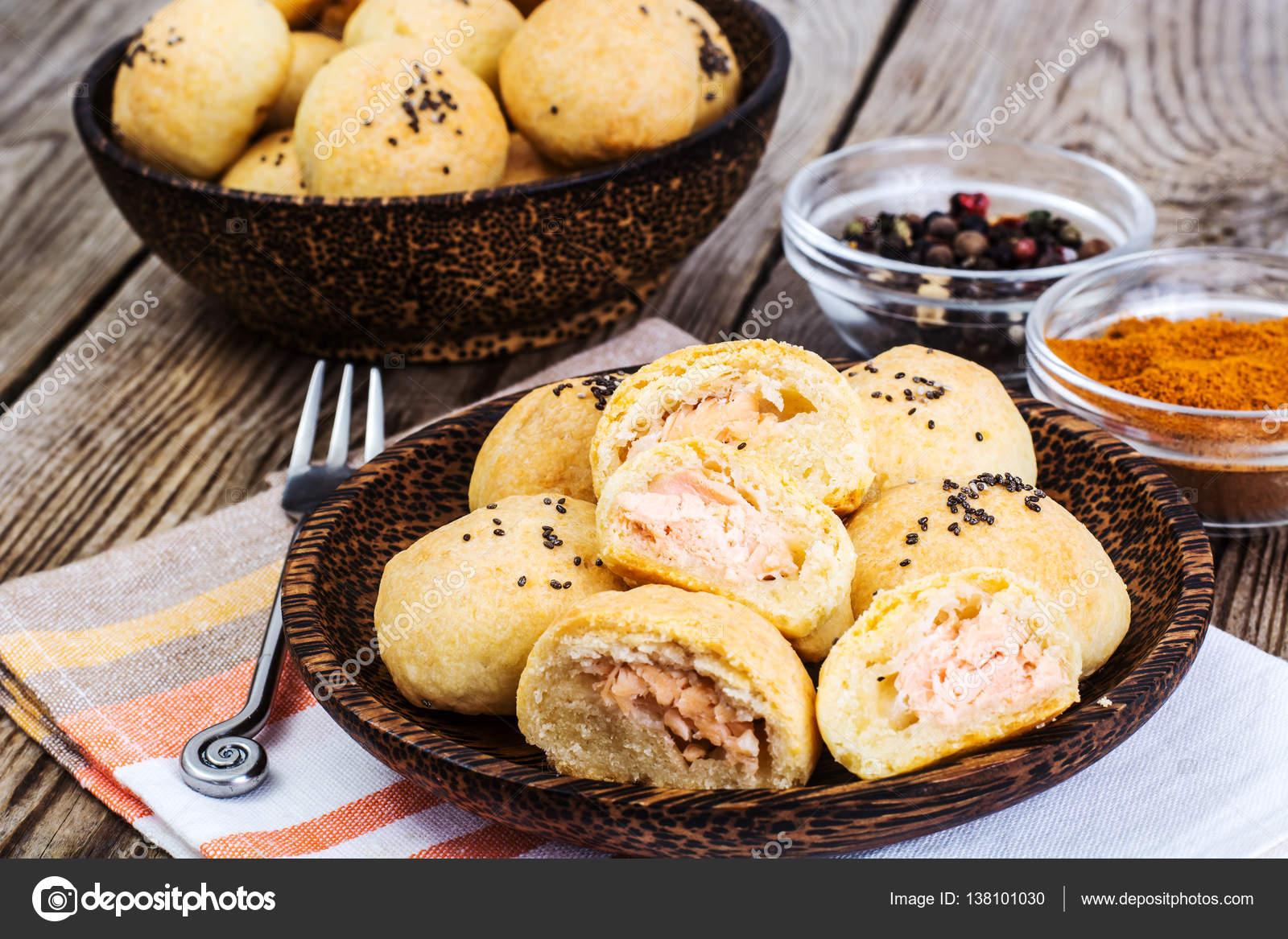 Kleine Kuchen Mit Fisch Und Chia Samen Stockfoto C Artcookstudio
