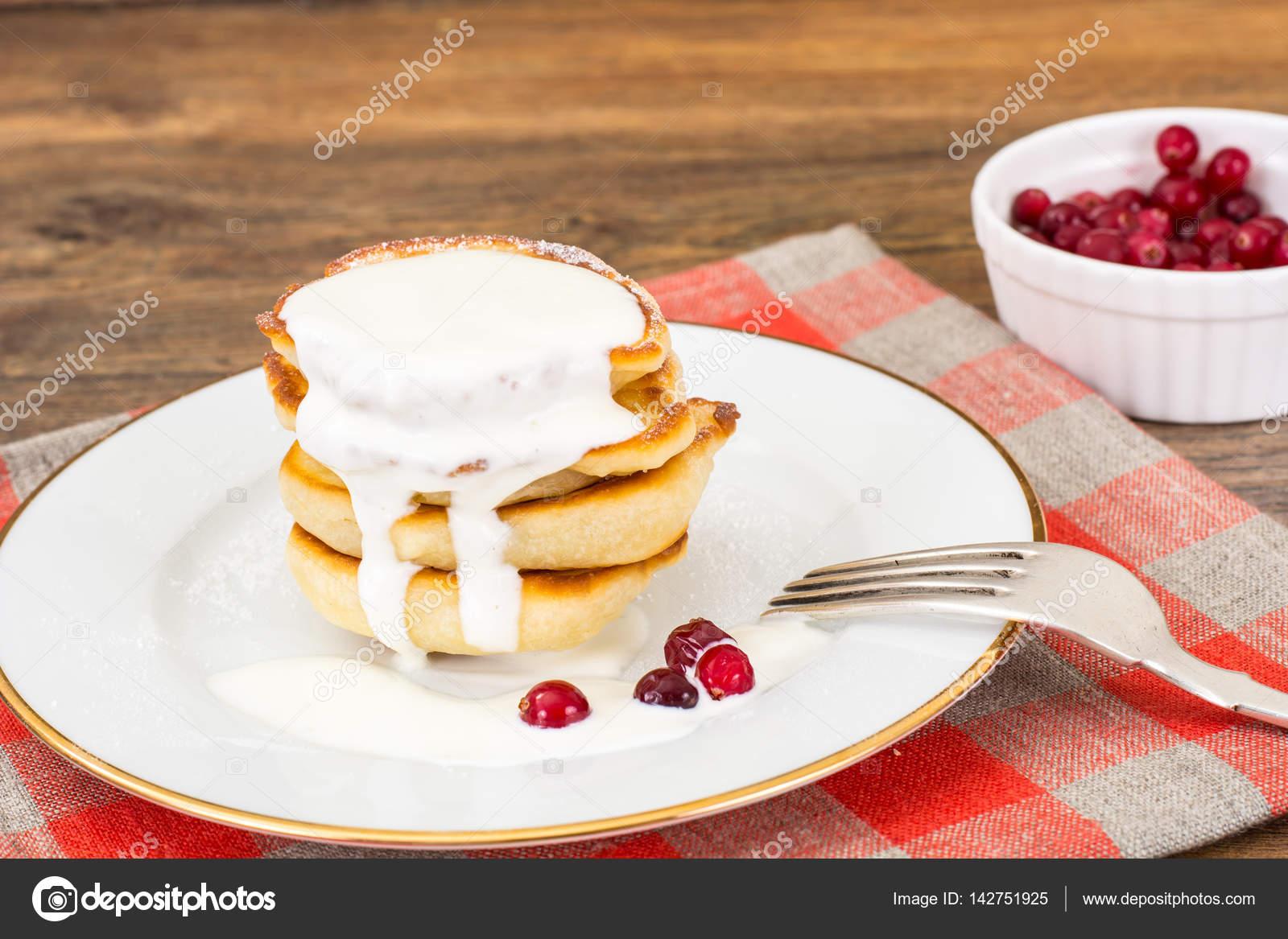 leckere pfannkuchen mit beeren und joghurt stockfoto artcookstudio 142751925. Black Bedroom Furniture Sets. Home Design Ideas