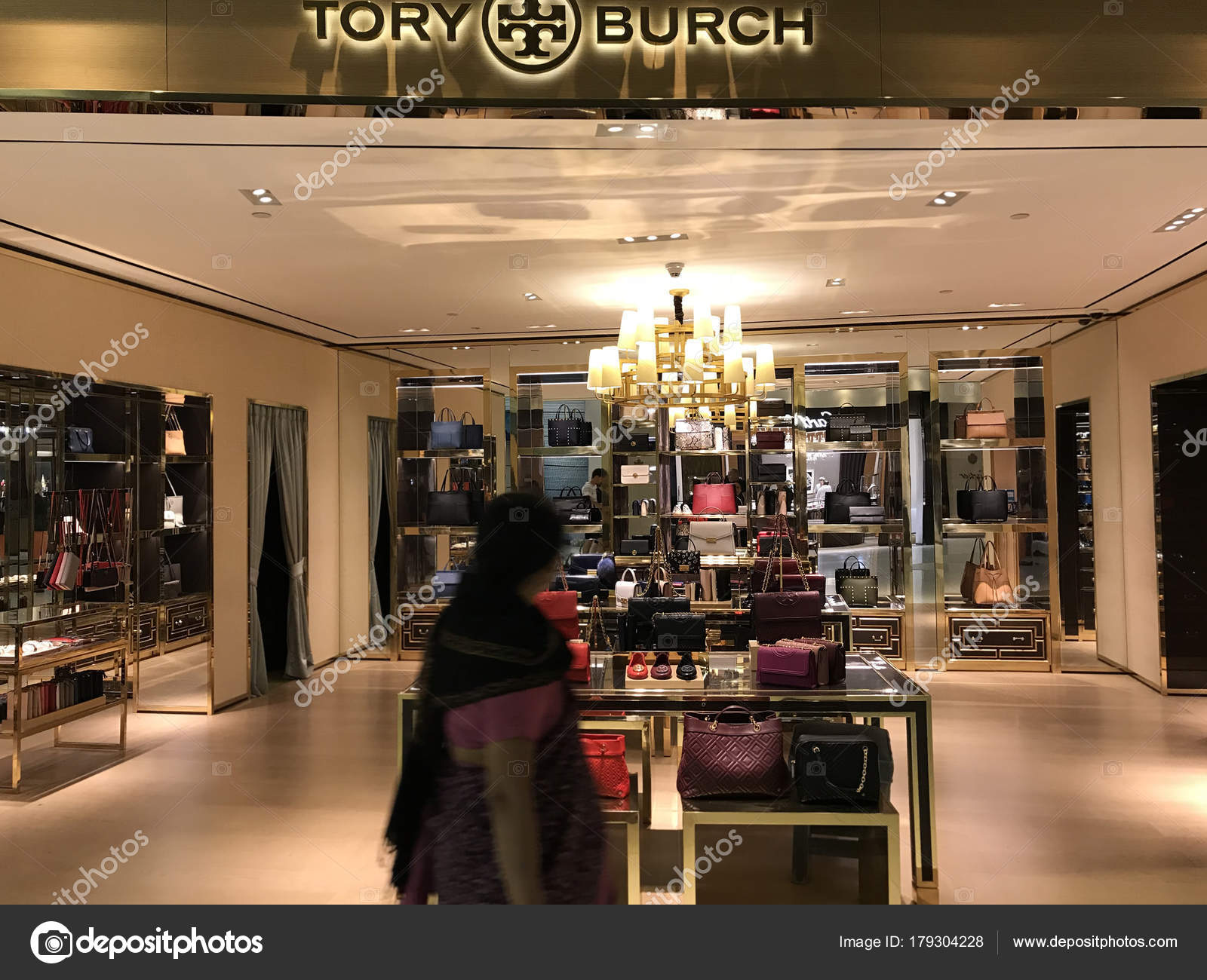 Bangkok, Thailand - December 20, 2017: Showcase of Tory Burch Brand  Boutique for handbags and accessories. — Photo by ArtCookStudio