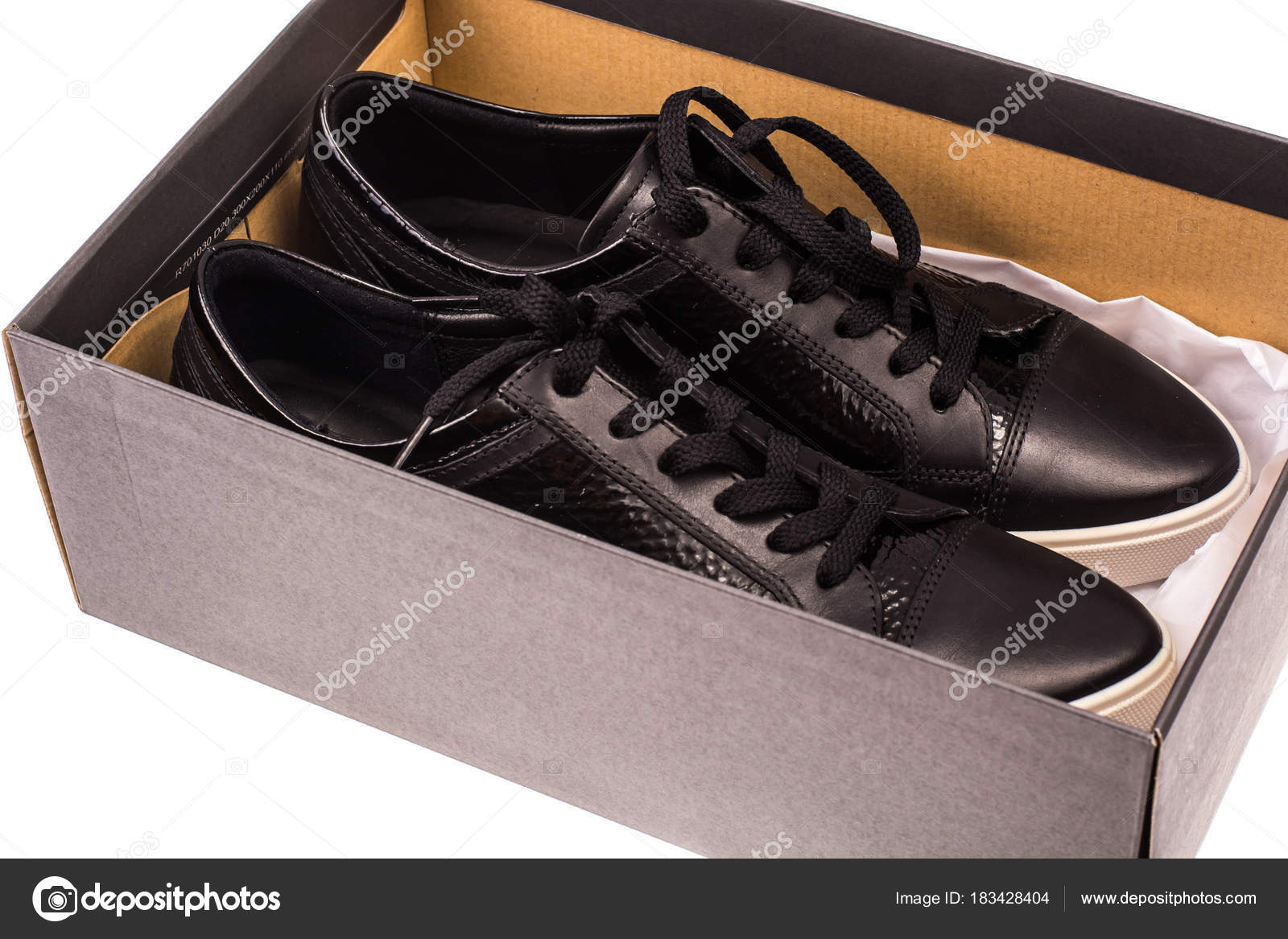 0789b4e6af7 Μαύρη γυναικεία παπούτσια με κορδόνια στα λευκά πέλματα. Στούντιο  φωτογραφίας — Εικόνα από ...
