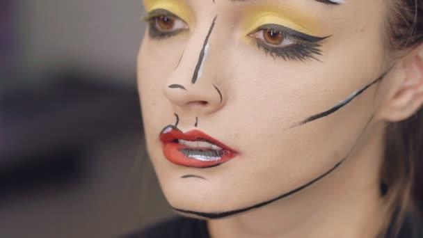 Make up artist make the girl the halloween make up