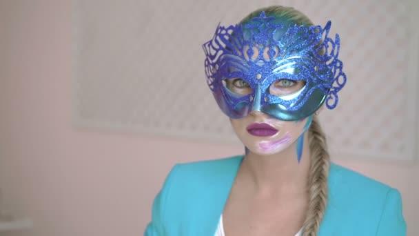 Titokzatos nő öltözve velencei maskara farsangi maszk partin 4k