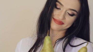 Видео сочные девушки позирует на белом или черном фоне фото 459-456