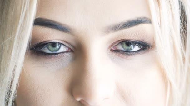 Až zblízka očí