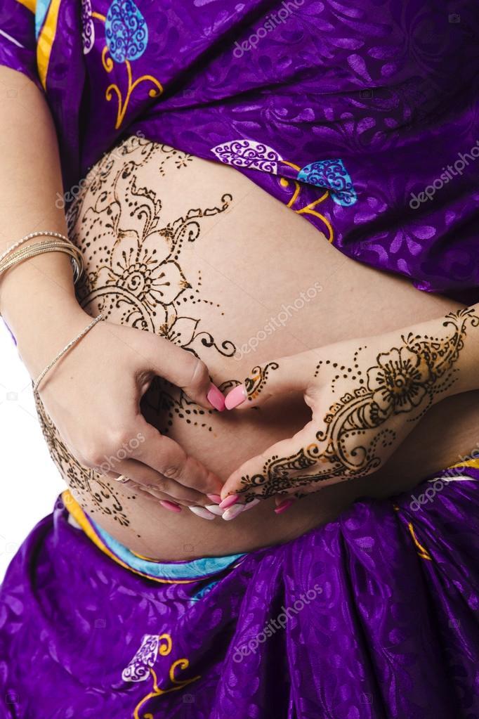Tatuagem do Henna na barriga pregant — Stock Photo