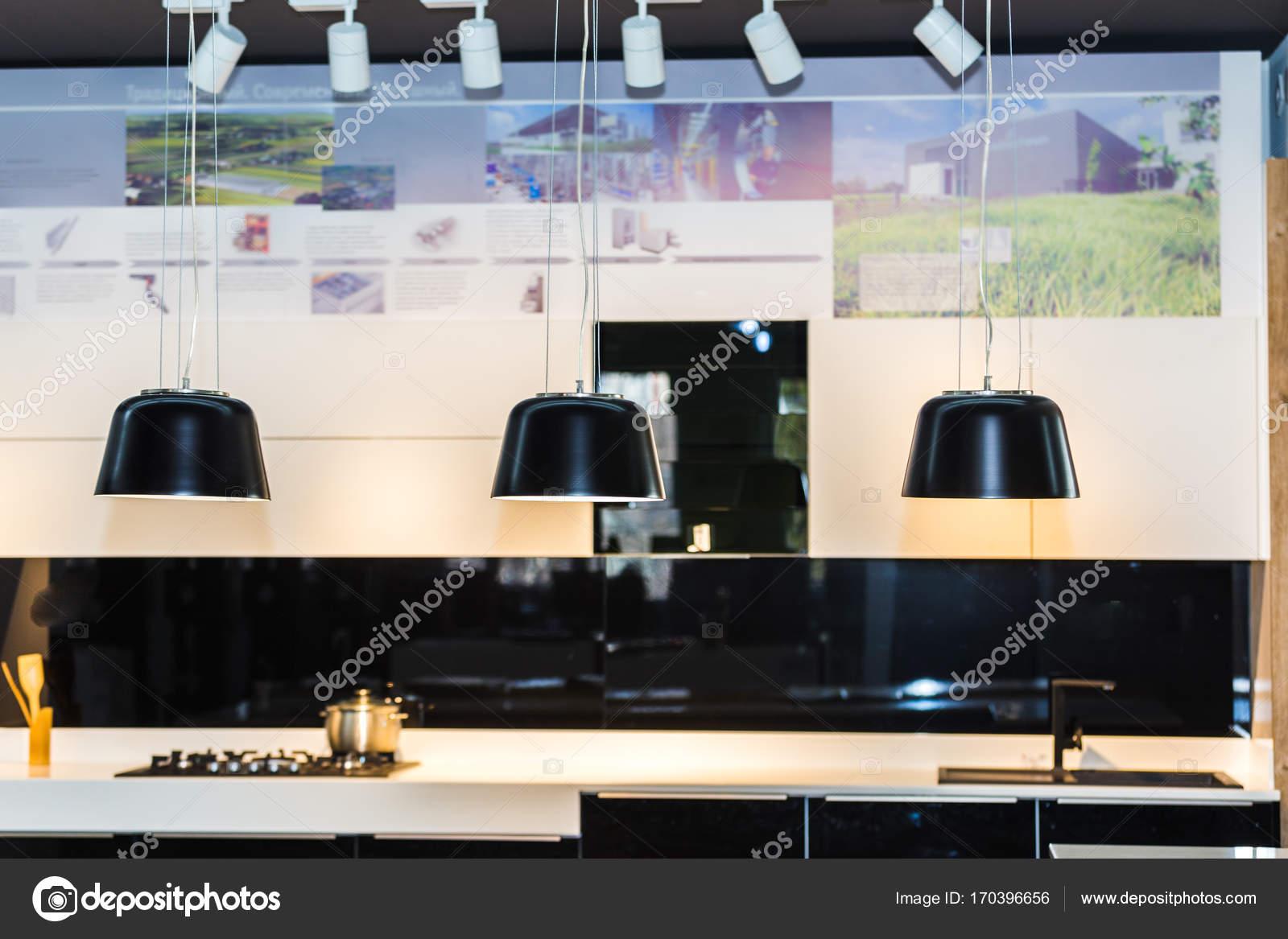 Hängende Beleuchtung für Küche — Stockfoto © AlesMunt #170396656