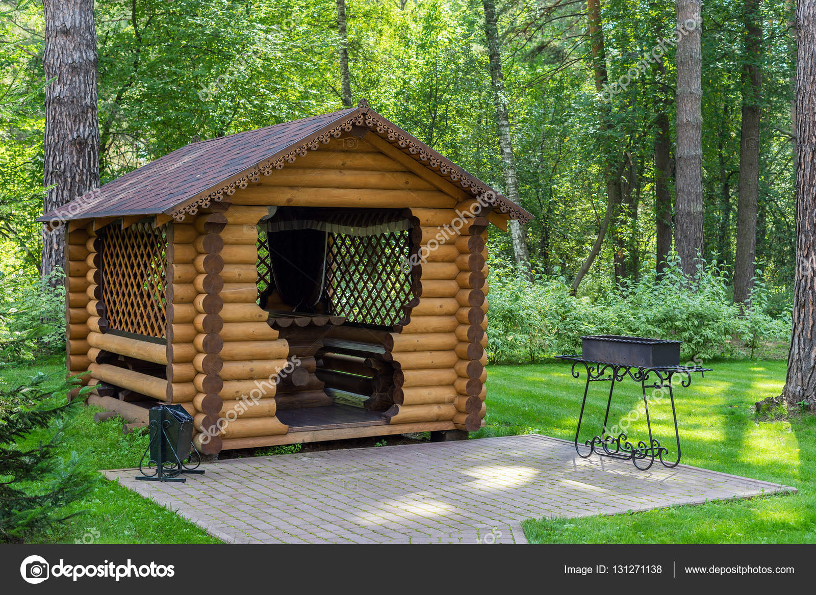 muebles de jardín de madera — Foto de stock © Lazurny #131271138