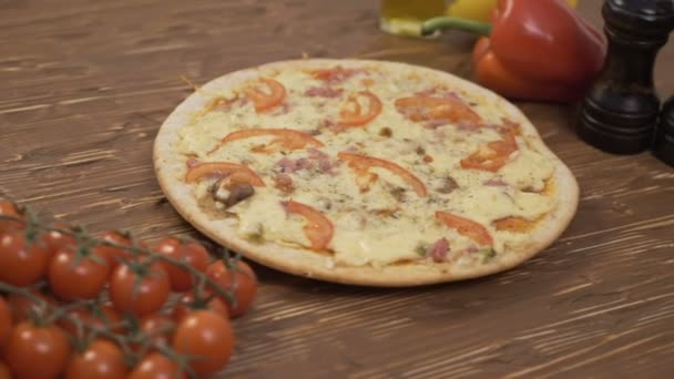 Rotating Pizza tomatoes pepper