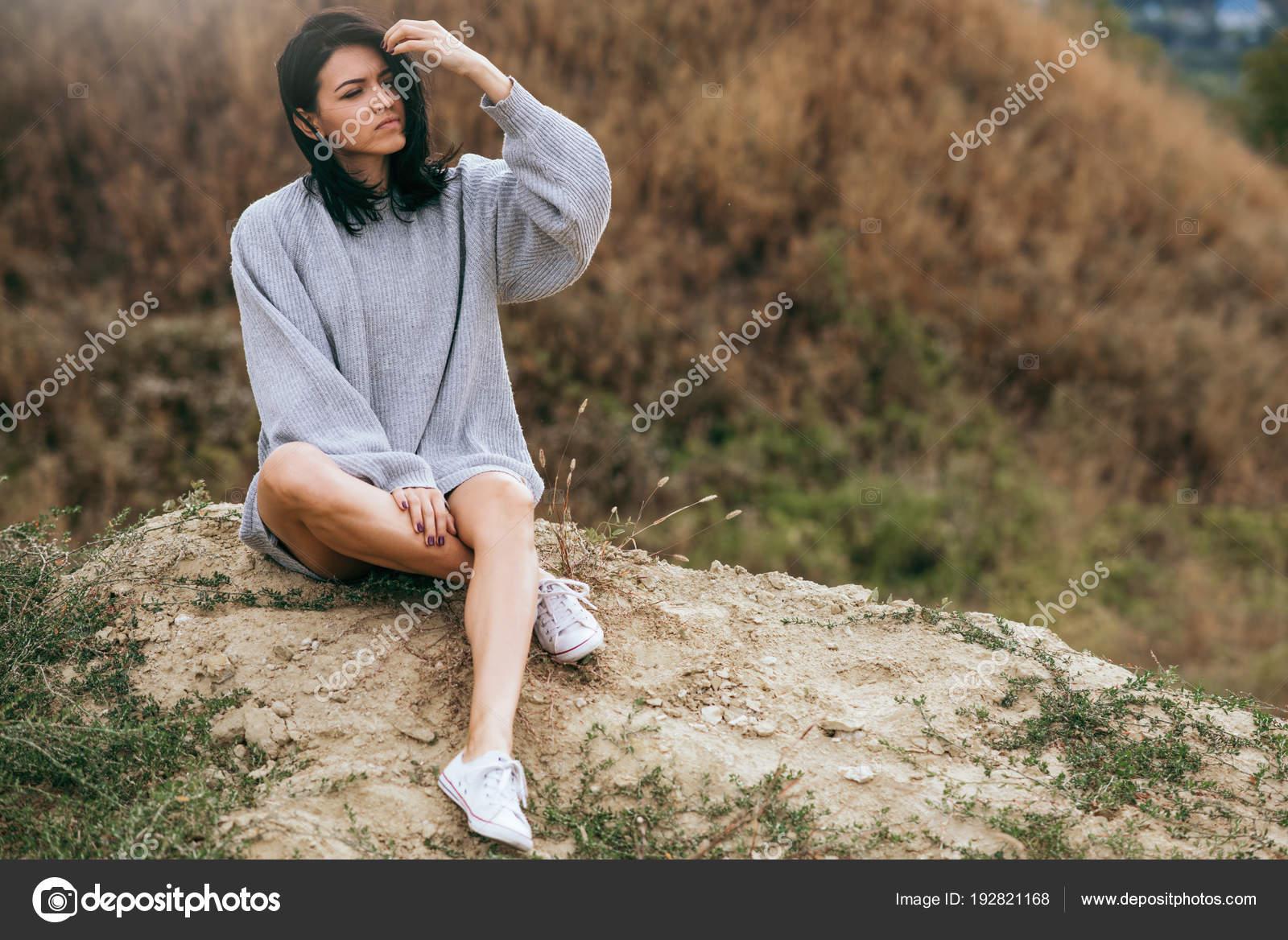 Bruna Giovane Caucasica Con Seduto Ventosi E Donna Sensuale Capelli 4qdx5q